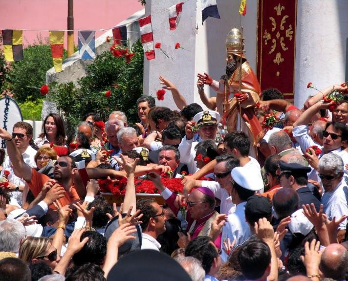Procession San Silverio: carnations launch