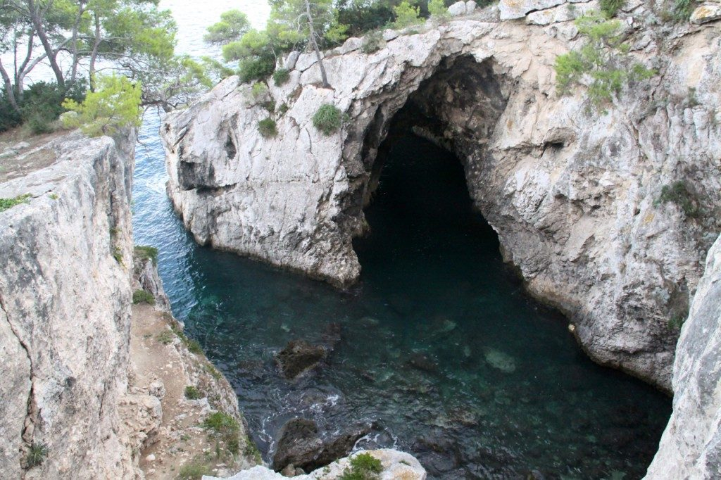 Island of San Domino: Cave of violets